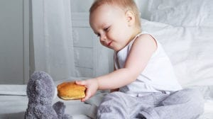 חנוכה, סופגניה, ילד עם דובי