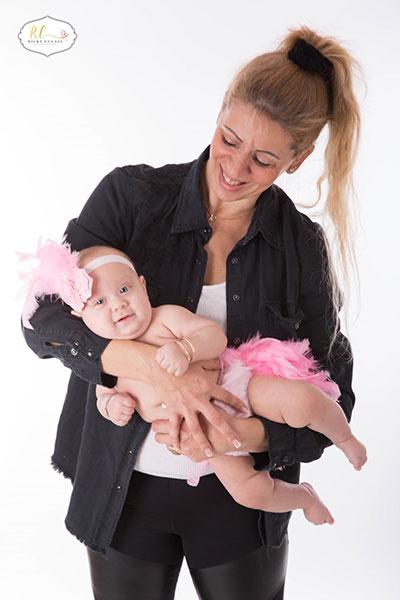 שלומית מלכה והתינוקת