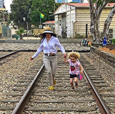 נעמה קסרי ובתה